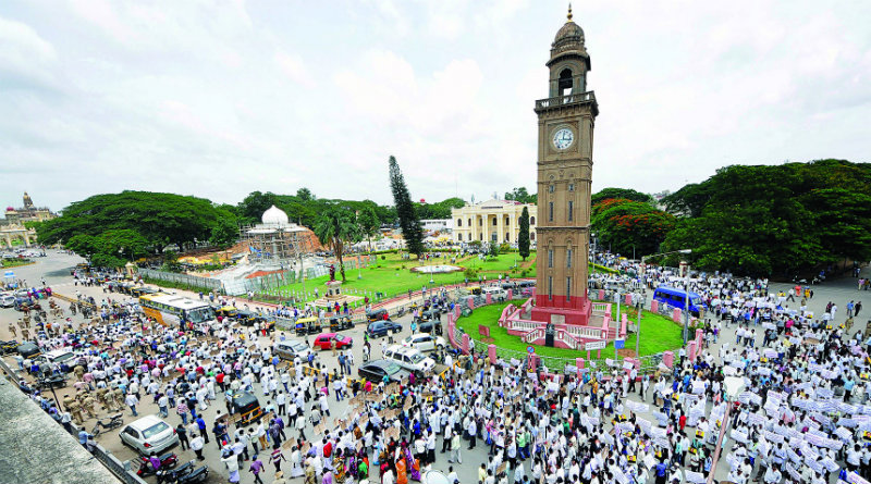 Srinivas-Prasad-Followers-Protest