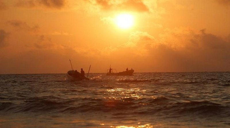 Somali fishermen sail to the shores of the Indian Ocean on Liido beach, in Mogadishu, Somalia November 4, 2016 REUTERS/Feisal Omar