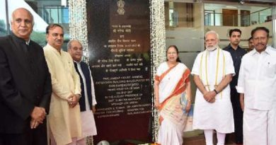 The Prime Minister, Shri Narendra Modi inaugurating the Parliament House Annexe Extension Building, in New Delhi on July 31, 2017.  The Speaker, Lok Sabha, Smt. Sumitra Mahajan, the Union Minister for Chemicals & Fertilizers and Parliamentary Affairs, Shri Ananth Kumar and the Union Minister for Rural Development, Panchayati Raj, Drinking Water & Sanitation and Urban Development, Shri Narendra Singh Tomar are also seen.